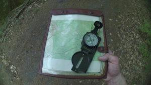 mapa i kompas w terenie