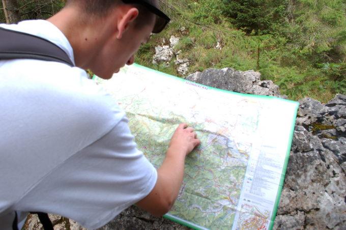 jak zaplanować jednodniową wędrowkę mapa papierowa
