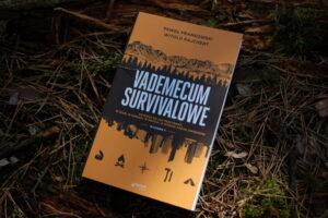 Mały nóż do lasu - ksiazka vademecum survivalowe